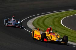 Ryan Hunter-Reay, Andretti Autosport, Honda; Will Power, Team Penske, Chevrolet