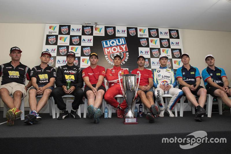 Pole-Position für #88 Maranello Motorsport, Ferrari 488 GT3: Toni Vilander, Craig Lowndes, Jamie Whi