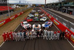 Groupshoot with all cars and drivers