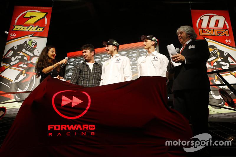 Giovanni Cuzari con Luca Marini, Lorenzo Baldassarri, Forward Racing