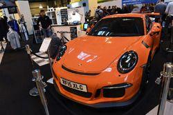 Een Porsche op de stand van Pistonheads
