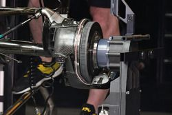 Renault Sport F1 Team RS17 rear wheel detail