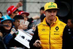 Nico Hulkenberg, Renault Sport F1 Team, signs autographs for fans
