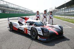 Kamui Kobayashi, Kazuki Nakajima, Yuji Kunimoto, Toyota Racing, met de nieuwe Toyota Gazoo Racing To
