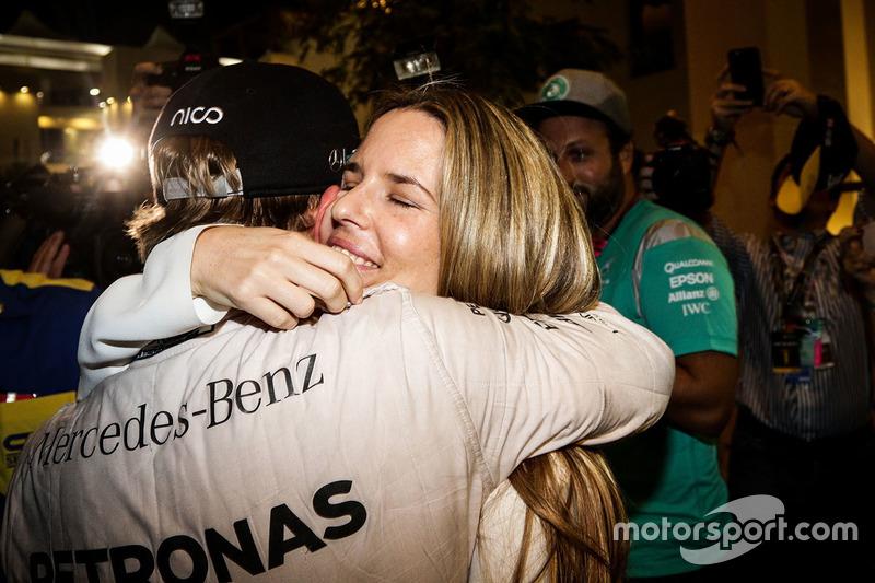 Нико Росберг, Mercedes AMG F1, с женой Вивиан Росберг и командой