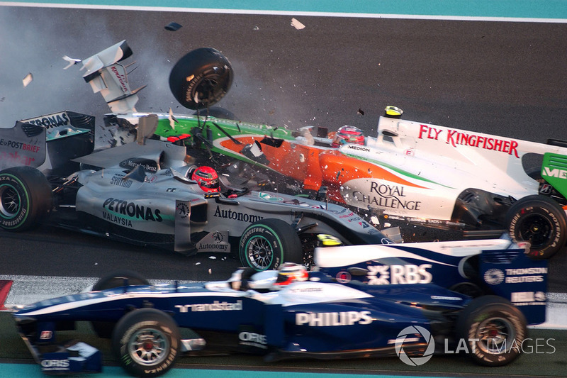 Accrochage entre Michael Schumacher, Mercedes GP MGP W01, et Vitantonio Liuzzi, Force India VJM03