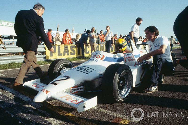 Ayrton Senna, Ralt RT3-Toyota, en pole position, avec le directeur d'équipe Dick Bennetts