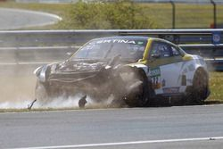 Crash von #22 MRS GT-Racing, Nissan GT-R NISMO GT3: Remo Lips, Patrick Huisman