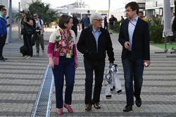 Bernie Ecclestone, Elena Zaritskaya,Sergey Vorobyev, directeur adjoint Sochi Autodrom
