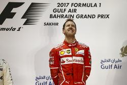 Temporada 2017 F1-bahrain-gp-2017-sebastian-vettel-ferrari-1st-position-on-the-podium