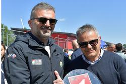 Serafino Foti riceve un riconoscimento per la ricorrenza dei 20 anni dalla conquista del titolo italiano