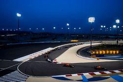 Lewis Hamilton, Mercedes AMG F1 W08; Max Verstappen, Red Bull Racing RB13; Daniel Ricciardo, Red Bul