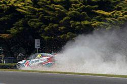 Craig Lowndes, Triple Eight Race Engineering Holden, crash