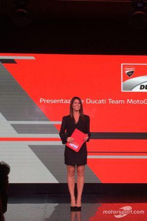 la presentatrice dell'evento, Barbara Pedrotti