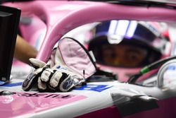 Sergio Pérez, Force India VJM11 guantes Alpinestars