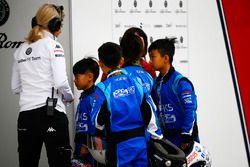 Children from the Grand Prix Kart Scholarship visit the Sauber garage