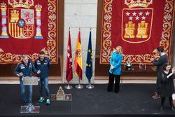 Карлос Сайнс, Лукас Крус, Peugeot Sport, Кристина Сифуэнтес, президент автономного сообщества Мадрид