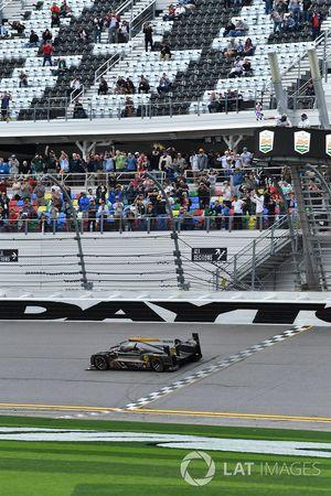 #5 Action Express Racing Cadillac DPi, P: Joao Barbosa, Christian Fittipaldi, Filipe Albuquerque takes the checkered flag
