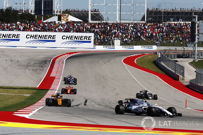 Lance Stroll, Williams FW40, Nico Hulkenberg, Renault Sport F1 Team RS17, Stoffel Vandoorne, McLaren MCL32, mentre Kevin Magnussen, Haas F1 Team VF-17, entra ai box