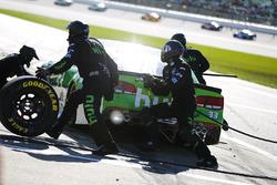Jeffrey Earnhardt, Circle Sport – The Motorsports Group Chevrolet pit stop