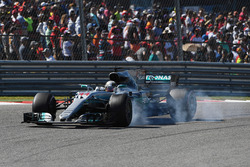 Lewis Hamilton, Mercedes-Benz F1 W08  locks up