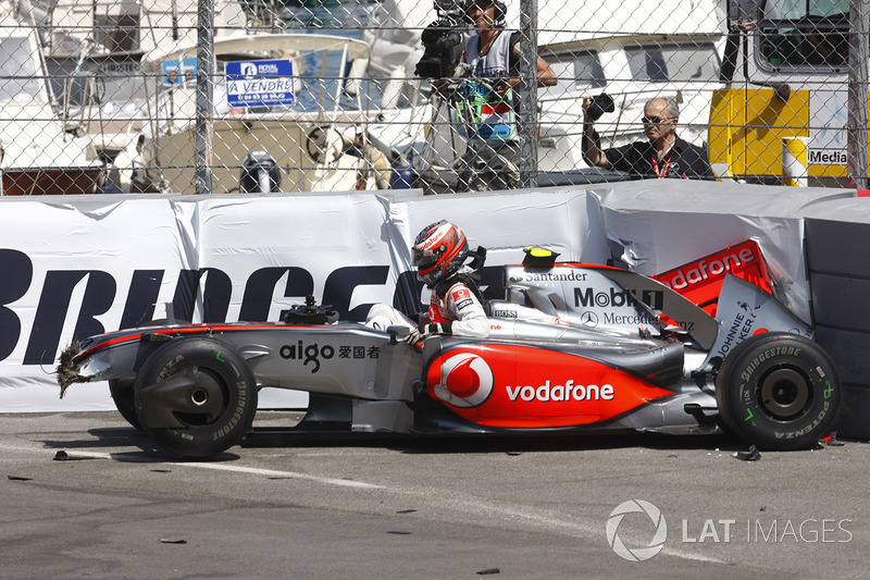 Heikki Kovalainen, McLaren MP4-24 crash