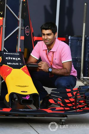 Karun Chandhok, Channel 4 F1 and Red Bull Racing RB13 nose and front wing