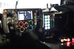 Le volant dans le simulateur de Porsche Team