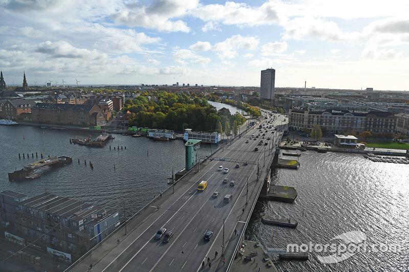 Мост Лангебро в центре Копенгагена. Вид с острова Зеландия в направлении движения будущей трассы Формулы 1