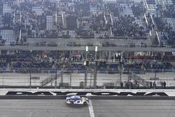 Le vainqueur Chase Elliott, Hendrick Motorsports Chevrolet Camaro