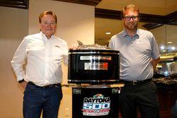 Il proprietario del team Richard Childress, Richard Childress Racing con Chip Wile, Presidente del D