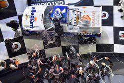 Johnny Sauter, GMS Racing, Allegiant Airlines Chevrolet Silverado celebra
