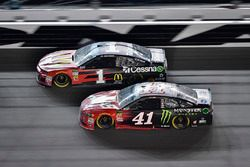 Jamie McMurray, Chip Ganassi Racing Chevrolet Camaro, Kurt Busch, Stewart-Haas Racing Ford Fusion