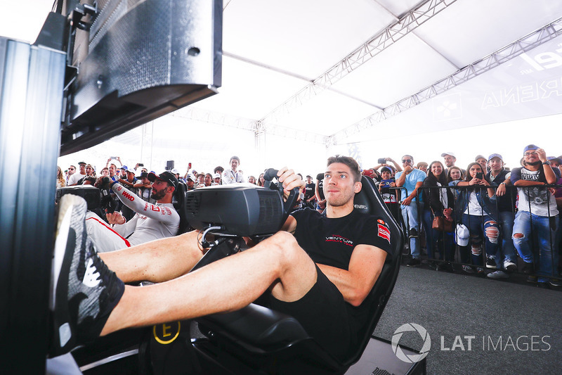 Edoardo Mortara, Venturi Formula E Team y Jose Maria Lopez, Dragon Racing, en la eRace