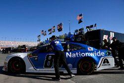 Alex Bowman, Hendrick Motorsports, Chevrolet Camaro Nationwide crew push car through the garage