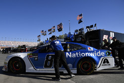 Alex Bowman, Hendrick Motorsports, Chevrolet Camaro Nationwide crew push car through the garage