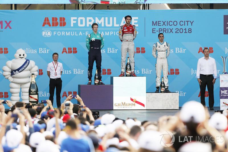 Daniel Abt, Audi Sport ABT Schaeffler, celebra con Oliver Turvey, NIO Formula E Team, Sébastien Buemi, Renault e.Dams