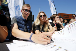Autograph session, Ferdinand Habsburg, Carlin Dallara F317 - Volkswagen