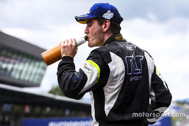Победитель в классе LMP3: Йоб ван Эйтерт, №15 RLR Msport Ligier JS P3 - Nissan