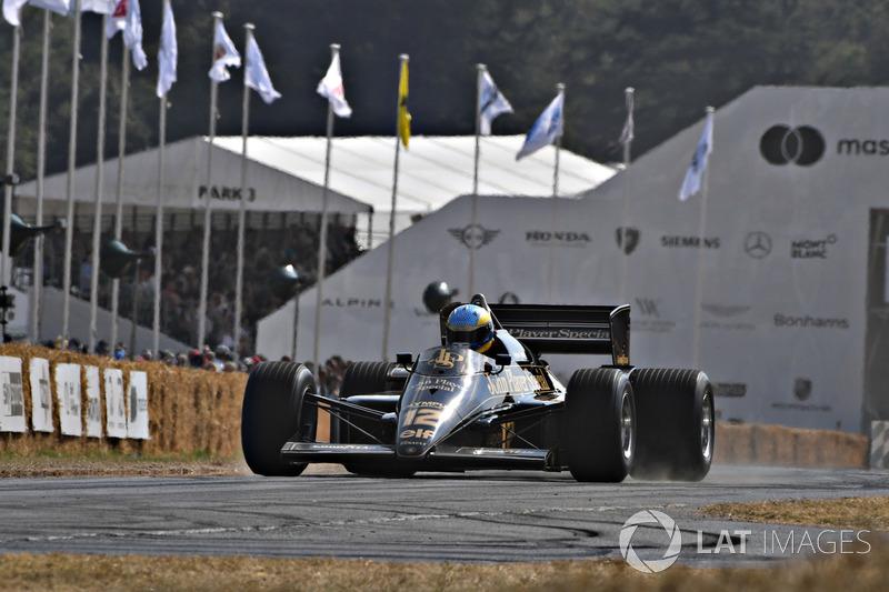 Lotus 97T Chris Dinnage