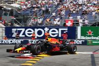 Max Verstappen, Red Bull Racing RB14 crash