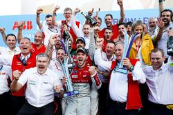 Lucas di Grassi, Audi Sport ABT Schaeffler, 2° classificato, Daniel Abt, Audi Sport ABT Schaeffler, vincitore dell'ePrix di Berlino