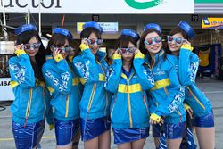 Gulf Racing with Pacific girls