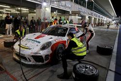 Pit stop, #62 FACH AUTO TECH Porsche 991-II Cup: Matt Campbell, Julien Andlauer, Thomas Preining, Je