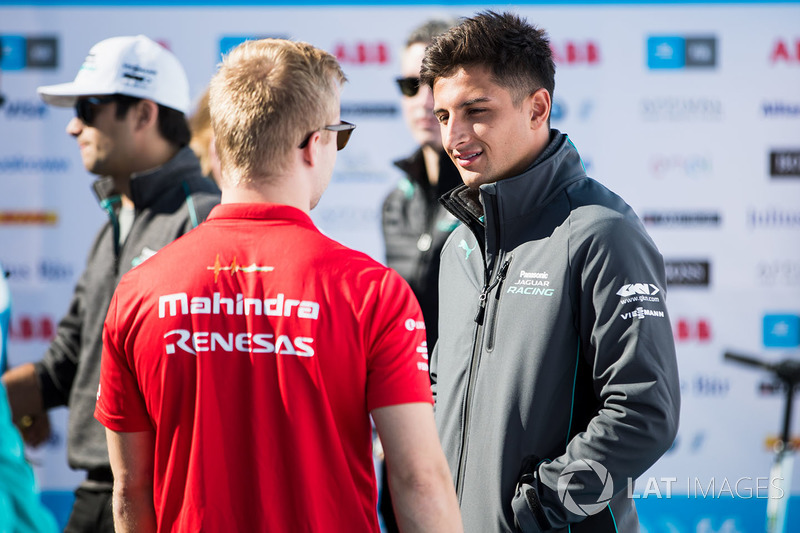 Felix Rosenqvist, Mahindra Racing, talks with Mitch Evans, Jaguar Racing