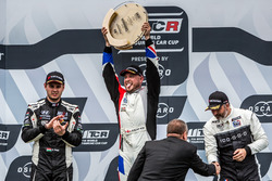 Podium: Race winner Rob Huff, Sébastien Loeb Racing Volkswagen Golf GTI TCR