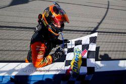 Победитель гонки Мартин Труэкс-мл., Furniture Row Racing Toyota Camry