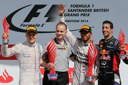 Podium: second placed Valtteri Bottas, Williams, John Owen, Mercedes AMG F1 Chief Designer, Race win