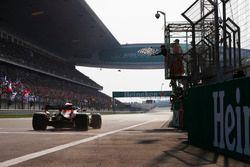 Daniel Ricciardo, Red Bull Racing RB14 Tag Heuer, aan de finish