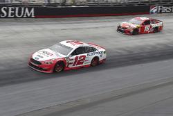 Ryan Blaney, Team Penske, Ford Fusion REV, Kyle Busch, Joe Gibbs Racing, Toyota Camry Skittles